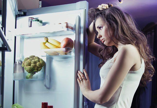 لا تتناولي طعامك ليلا قبل النوم لهذه الأسباب