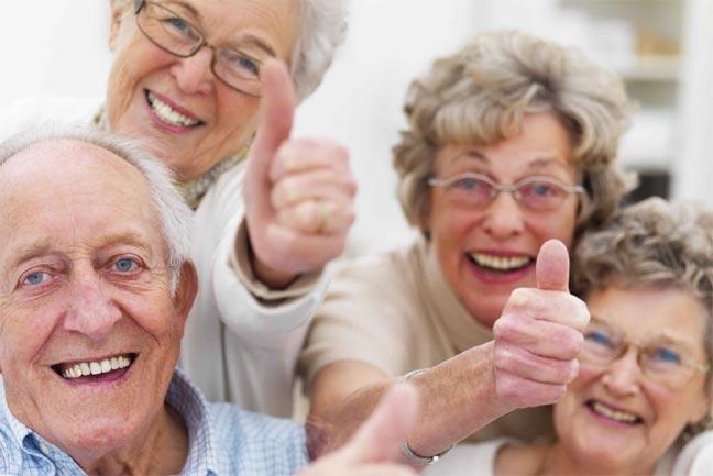 علماء يقترحون إعتبار الشيخوخة من عمر 74 سنة