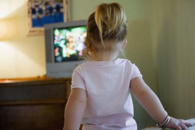ساعة أمام التلفزيون يوميا قد تسبب البدانة