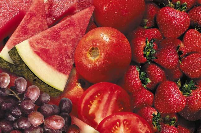 الفواكه والخضروات الحمراء تقي من السرطان