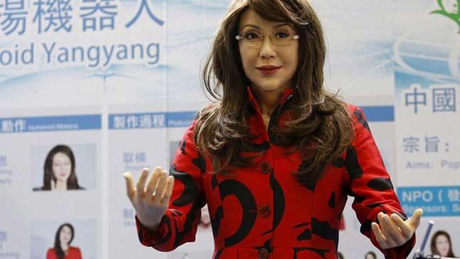 روبوت صيني يكاد يطابق الانسان