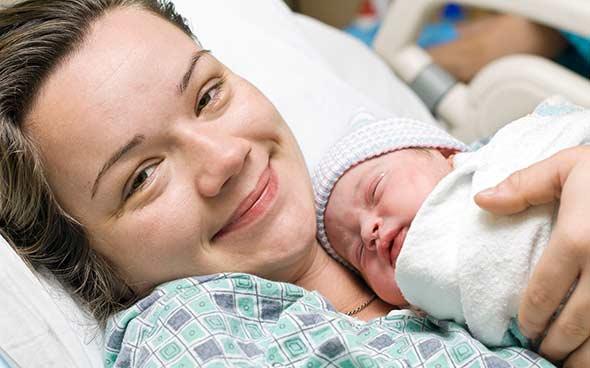 بعد الحمل والانجاب تحصل تغيرات في دماغ المرأة