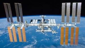 """رواد الفضاء الروس يتبرعون ببولهم لرواد """"ناسا"""""""