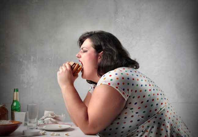 العلماء يبرهنون أن الغذاء يسبب الإدمان لدى البدناء