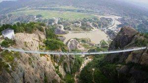 الصين...تدشين أطول جسر زجاجي في العالم