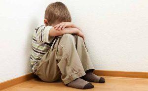 عنف الآباء يفقد الأبناء الثقة بالنفس