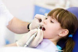 %90 من طلبة المدارس يعانون من تسوس الأسنان
