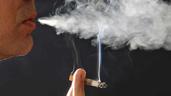 العلماء يكتشفون سر بقاء رئة بعض المدخنين سليمة