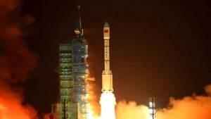 الصين تسعى إلى صاروخ حامل متكرر الاستخدام