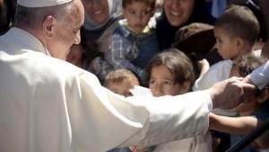 البابا يصطحب من اليونان 12 لاجئا سوريا