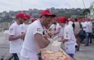 كبار الطهاة في إيطاليا يحطمون الأرقام القياسية بأطول بيتزا في العالم