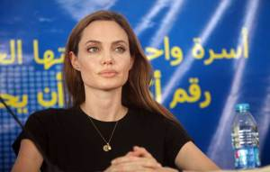 أنجلينا جولي تلهم شاعرا عراقيا