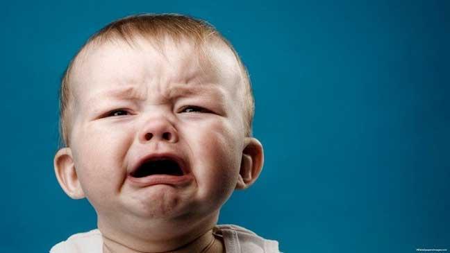 ترك الرضيع يبكي قبل النوم مفيد لصحته