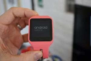 غوغل تطلق نظام تشغيل جديد للساعات الذكية