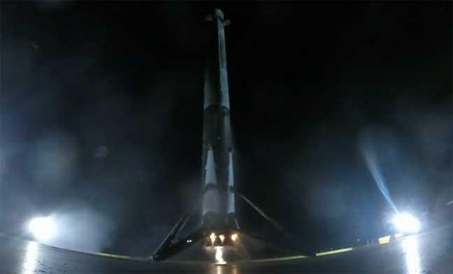 """هبوط مدهش لصاروخ """"فالكون 9"""""""