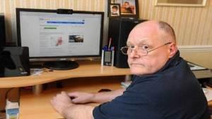 رجل يكشف عن إصابته بالسرطان عن طريق غوغل