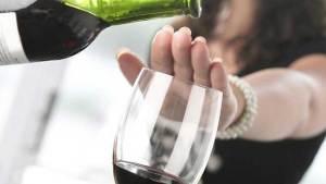 ماذا يحدث للجسم حال التوقف عن شرب الكحول؟