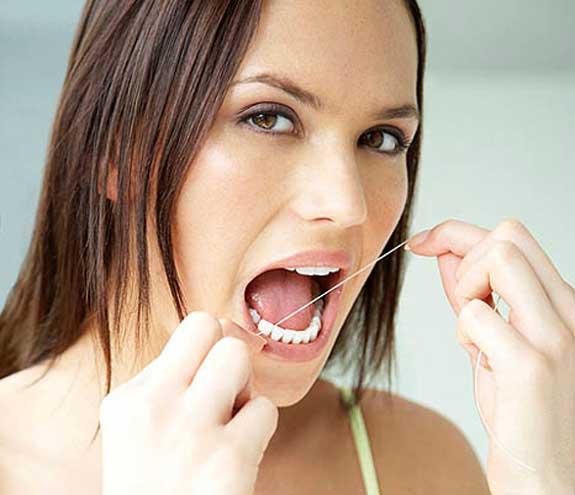 السواك وفرشاة الأسنان والخيط السني