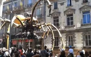 عنكبوت آلي بارتفاع 13 مترا وزنة 37 طنا في فرنسا