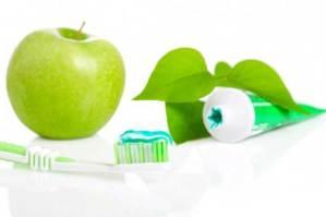 استعمال الفرشاة Brushing ، خيط تنظيف الأسنان Flossing المضمضة