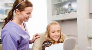 الاعتناء بأسنان طفلك