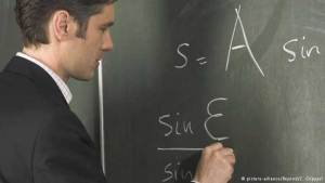 دراسة: الأشخاص الأذكياء فوضويون وليليون ويشتمون كثيرا!