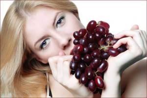 العنب. .. وسيلة فعالة لإزالة التجاعيد
