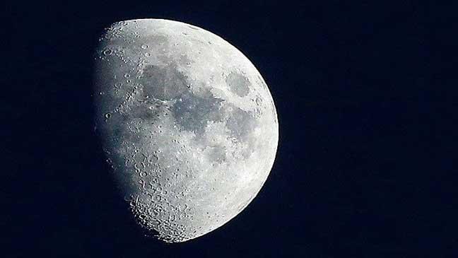 شركة روسية تنوي تنظيم أول رحلة سياحية إلى القمر