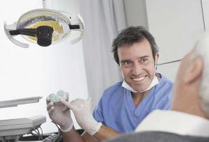 إعادة زرع السن المنخلعة تماماً من التشخيص وحتى المراقبة
