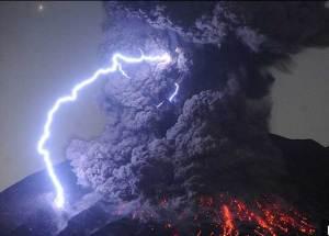 علماء يحذرون من تكرار كارثة بركان ياباني