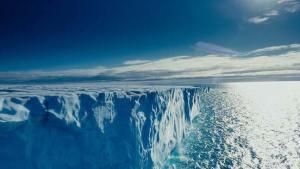 القطب الشمالي يفقد كمية قياسية من الجليد