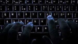"""هاكرز """"حكوميون"""" يدبرون نهاية العالم الإلكتروني"""