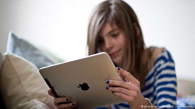 الأجهزة الرقمية تقلل من قدرة الأطفال على إنجاز الواجبات المدرسية