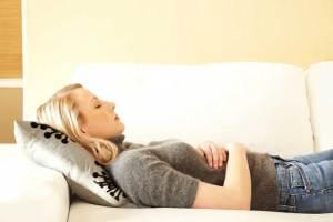 كيف يمكن تجنّب زيادة الوزن والنفخة خلال الدورة الشهرية؟