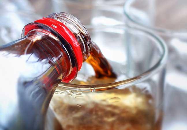 """السكر والمشروبات الــ""""دايت"""" تؤثر على الخصوبة"""