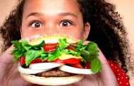منظمة الصحة العالمية تحذّر من خطر إعلانات الوجبات السريعة للأطفال