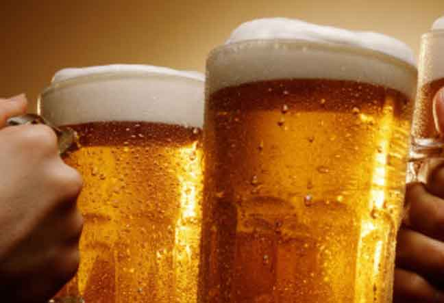 علماء يكشفون مضار شرب البيرة على صحة الإنسان