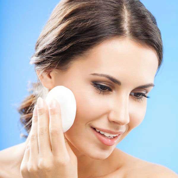 تنظيف البشرة الدهنية مرتبط بـ3 حيل