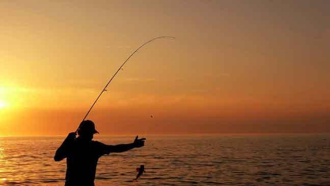 علماء: صيد السمك يقلل من خطر النوبة القلبية