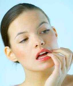 خمس عادات تدمر بشرتك .. احذريها