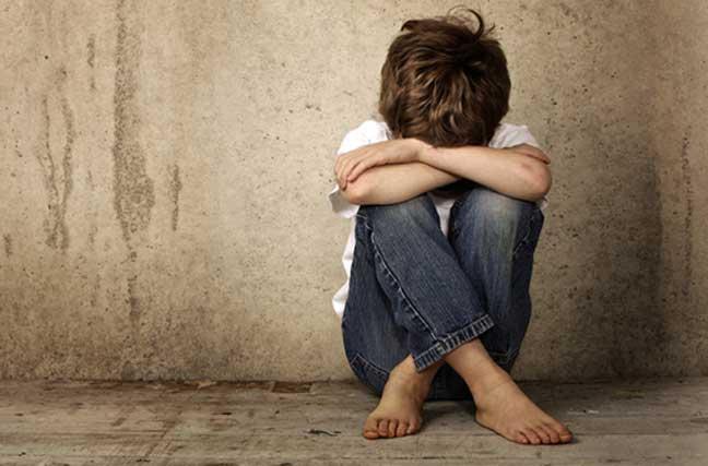 طبيب نفسي: الأطفال المعنفين قد يلجؤون لضرب أطفالهم مستقبلا