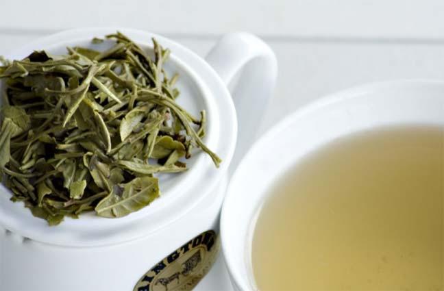 الشاي الأبيض يكافح تجاعيد البشرة والأورام