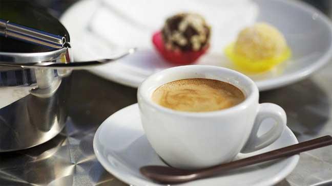 ثلاثة أكواب من القهوة يوميا تقلل من مخاطر الخرف