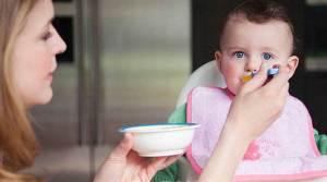 تغذية الطفل في العام الأول