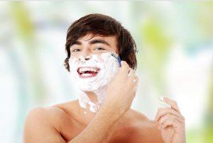 عزيزي المراهق: حلاقة الذقن لا تزيد كثافة الشعر