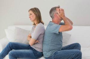 ما سبب استمرار الأشخاص في علاقات زوجية غير ناجحة؟