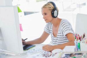 هل تؤثر الموسيقى التي نستمع إليها في العمل في إنتاجيتنا؟