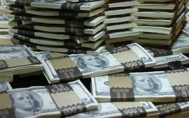 من يُسيطر على ثروات العالم؟