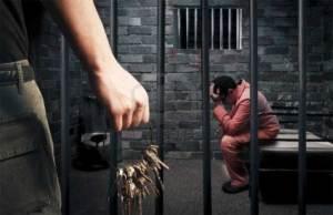 هروب ماكر لسجين بعدما خدر شقيقه التوأم