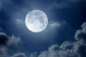 العلماء يحددون تاريخ ميلاد القمر
